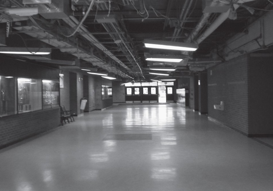 Exposed+wiring+and+plumbing+in+Sandburg+hallways+illustrates+to++students+the+renovations++in+progress.